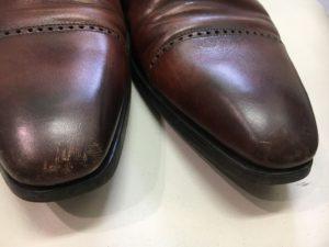 革靴のつま先のキズ。Before